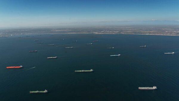 Нефтетанкеры вдоль побережья южной части штата Калифорния