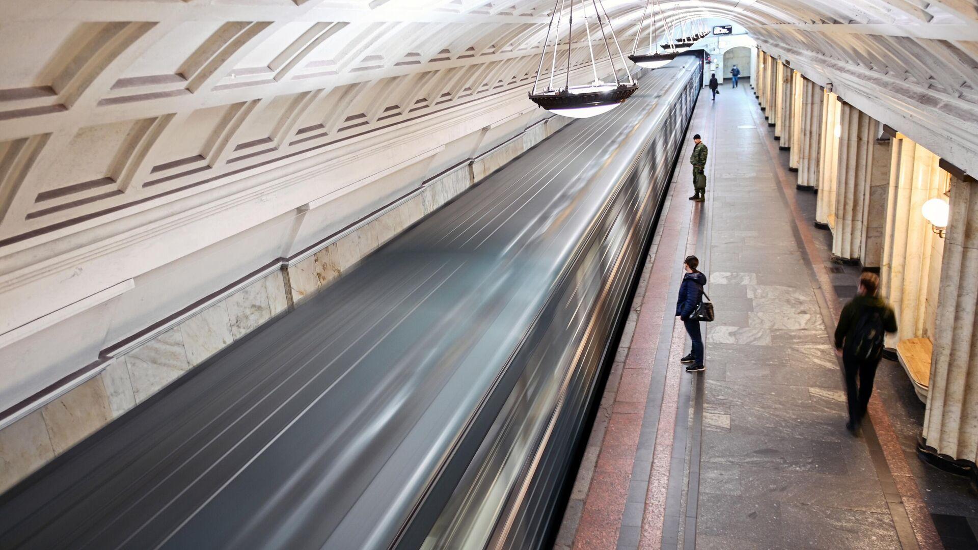 На станции метро Охотный ряд в Москве - РИА Новости, 1920, 30.01.2021