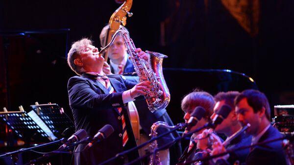Музыкант Игорь Бутман (в центре) выступает на Международном джазовом фестивале Koktebel Jazz Party в Коктебеле