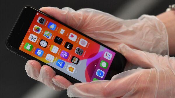 Новый смартфон компании Apple iPhone SE 2020 в магазине Cstore в Москве