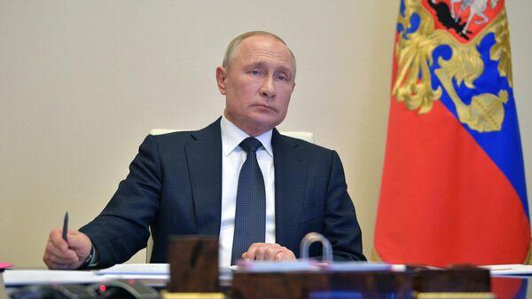 Президент РФ Владимир Путин проводит в режиме видеоконференции совещание с главами регионов по борьбе с распространением коронавируса