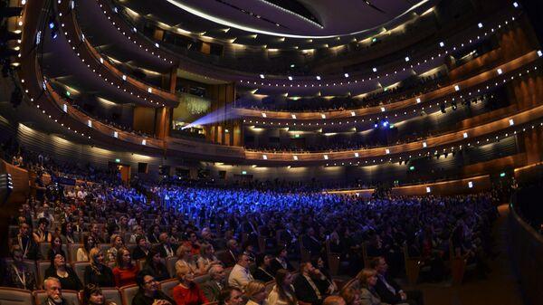 Зрители на гала-концерте All-star Global Concert в Международный день джаза на сцене Мариинского театра в Санкт-Петербурге
