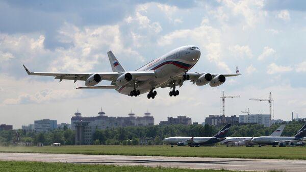 Пассажирский самолет Ил-96, переданный в Специальный летный отряд (СЛО) Россия