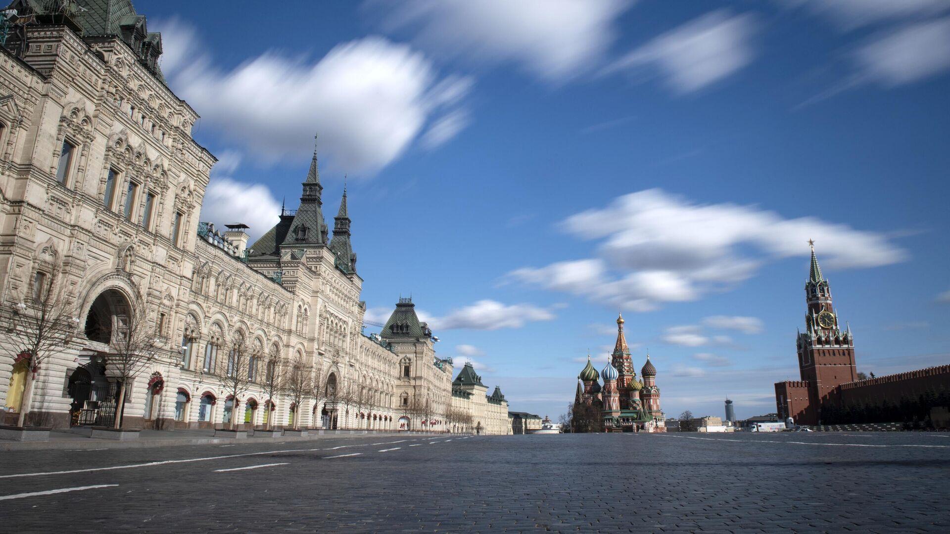 Пустая Красная площадь в Москве в дни действия режима повышенной готовности - РИА Новости, 1920, 30.04.2020
