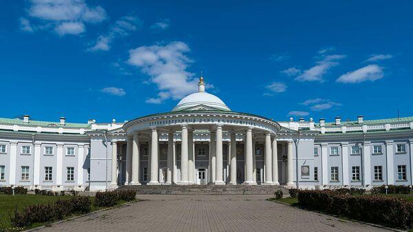Здание научно-исследовательского института скорой помощи имени Н.В. Склифосовского в Москве