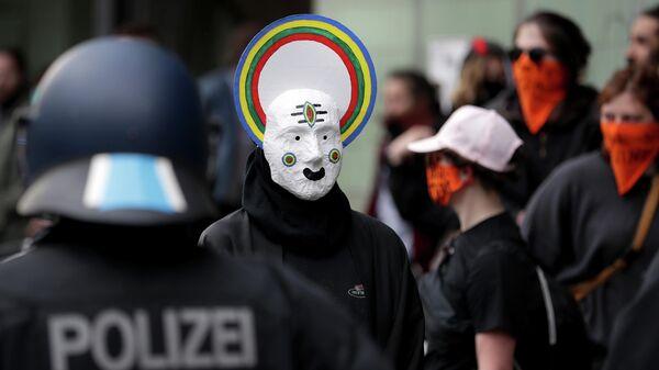 Несогласованная первомайская демонстрация в берлинском районе Кройцберг, Германия