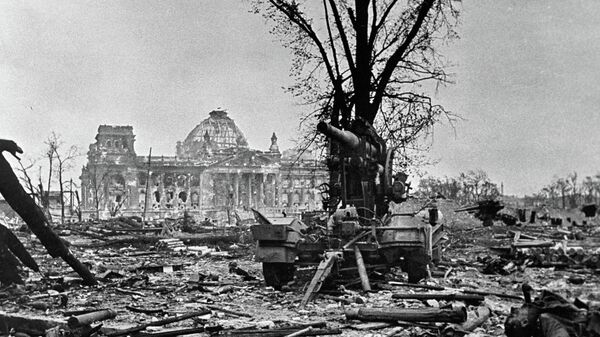 Рейхстаг после взятия Берлина советскими войсками