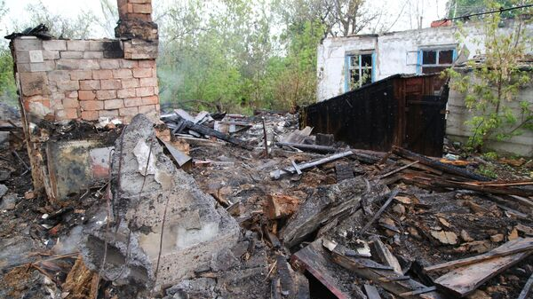 На месте сгоревшего дома в поселке Шахты 6-7 в Горловке