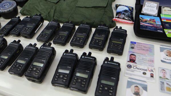 Снаряжение и документы, изъятые после предполагаемой попытки вторжения на территорию Венесуэлы