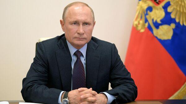 Президент РФ Владимир Путин проводит в режиме видеоконференции совещание по вопросам реализации мер поддержки экономики и социальной сферы.