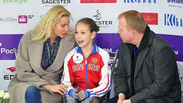 Этери Тутберидзе (слева) и Александра Трусова