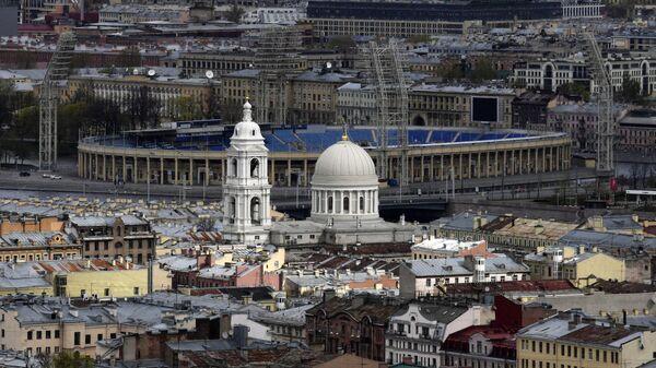 Церковь Святой великомученицы Екатерины и стадион Петровский в Санкт-Петербурге