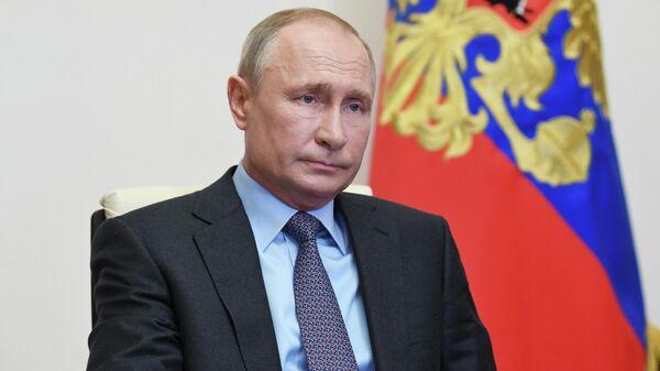 Президент РФ Владимир Путин проводит в режиме видеоконференции совещание по вопросам развития транспорта