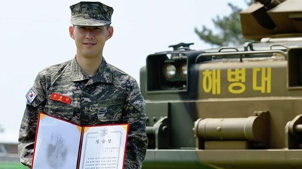 Футболист лондонского Тоттенхэма Сон Хын Мин на военных сборах в Южной Корее