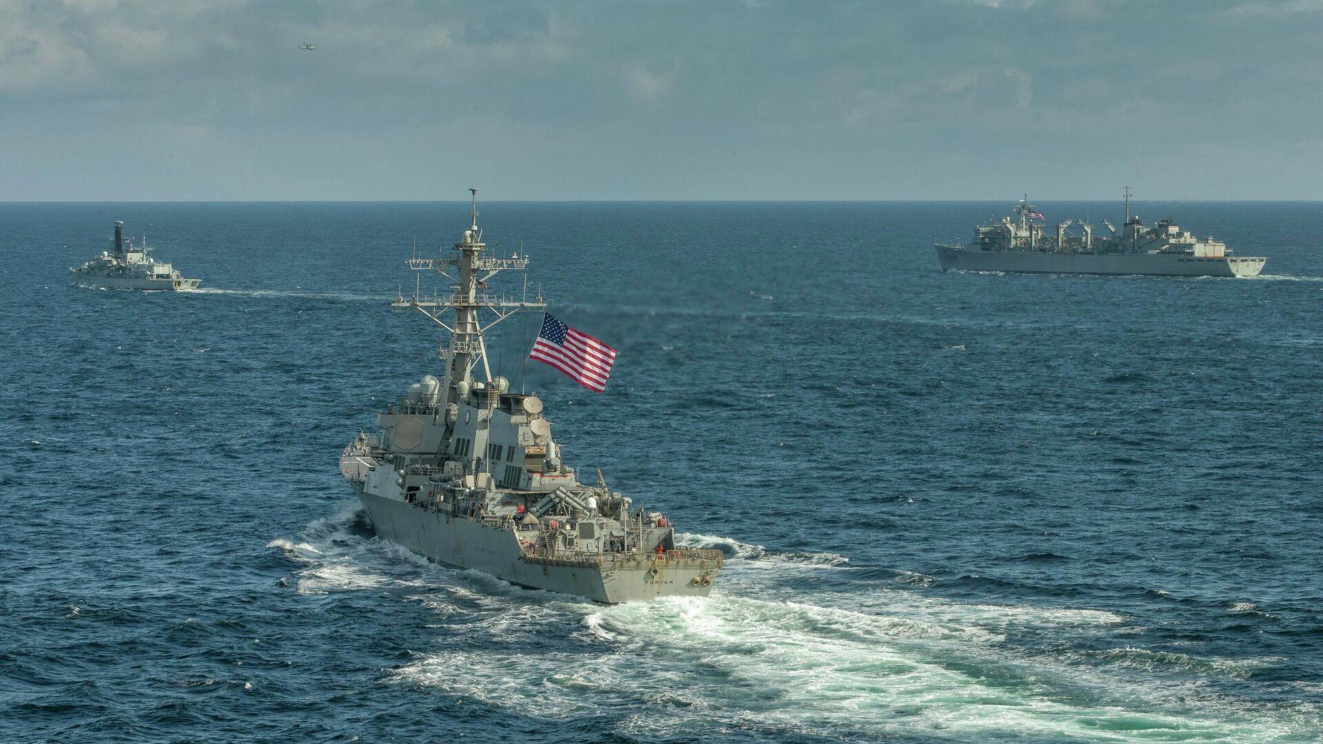 Эсминец ВМС США Портер, корабль поддержки USNS Supply и британский фрегат Кент во время учений в Баренцевом море. 5 мая 2020  - РИА Новости, 1920, 07.12.2020