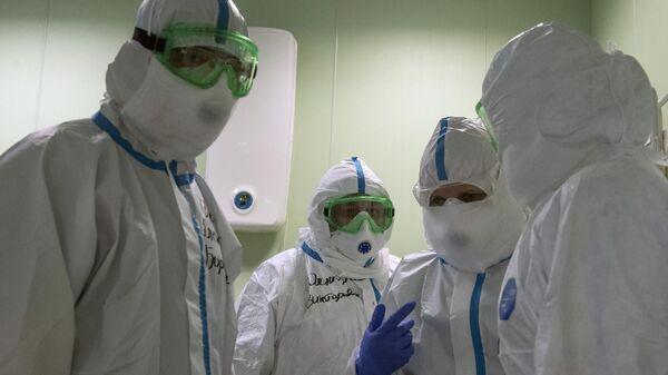 Врачи госпиталя для зараженных коронавирусной инфекцией