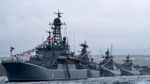 Корабли Черноморского флота ВМФ России во время генеральной репетиции парада Победы в Севастополе