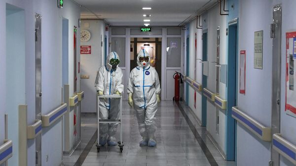 Медицинские работники в красной зоне госпиталя COVID-19 на базе НМИЦ хирургии им. А.В. Вишневского