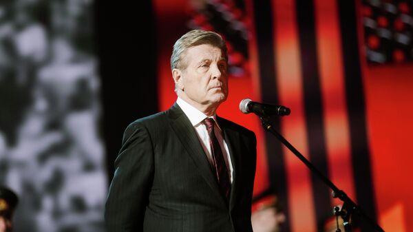 Певец Лев Лещенко во время записи онлайн-концерта Песни Великой Победы на Первом канале