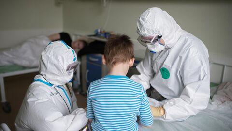 Врачи с пациентом в НМИЦ здоровья детей Минздрава РФ