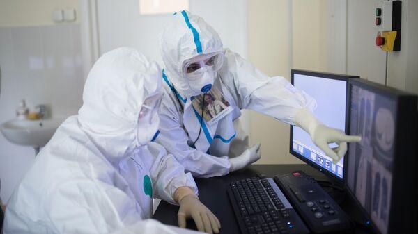 Врачи в кабинете компьютерной томографии НМИЦ здоровья детей Минздрава РФ