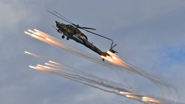 Вертолет Ми-28Н Ночной охотник пилотажной группы Беркуты на авиационном празднике в честь Дня Победы в Кубинке