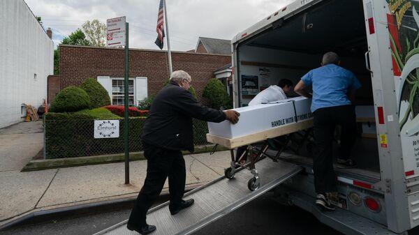 Похороны умерших от коронавируса в США