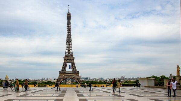 Площадь Трокадеро и Эйфелева башня в Париже