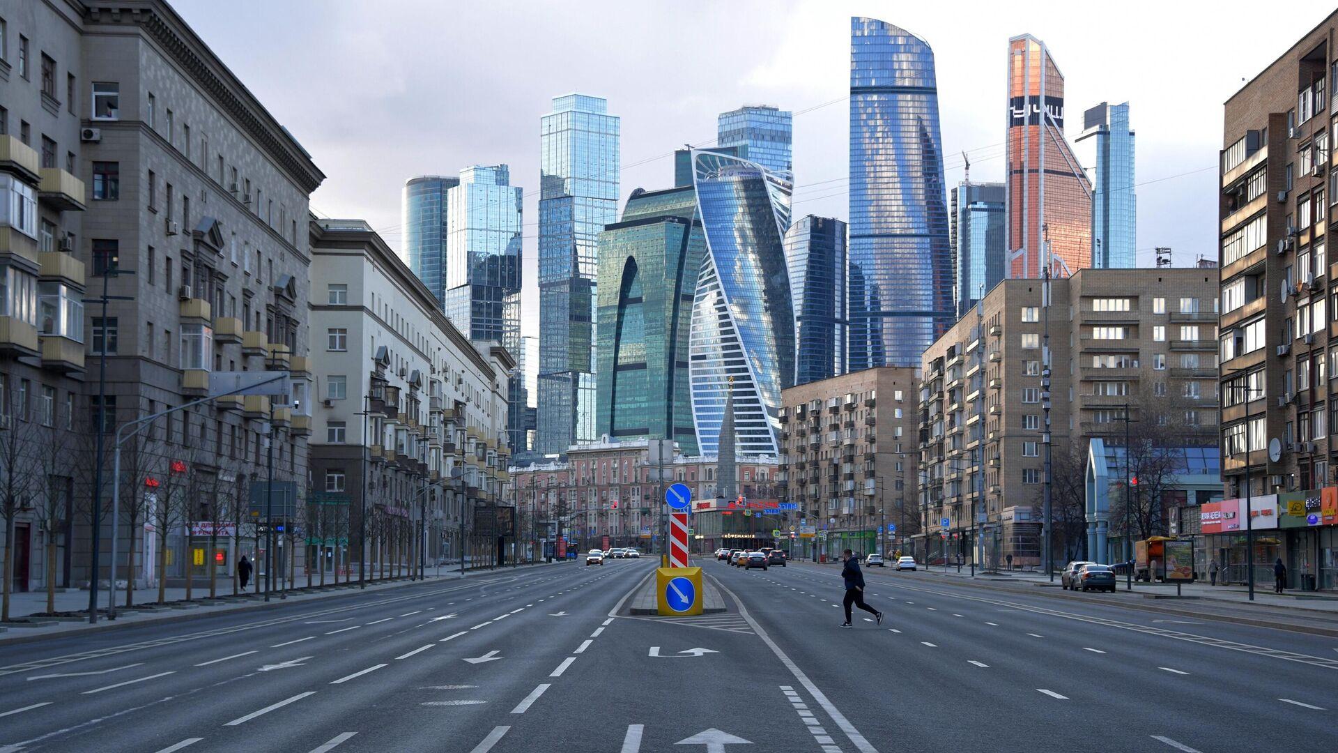 Мужчина на Большой Дорогомиловской улице в Москве - РИА Новости, 1920, 16.09.2021