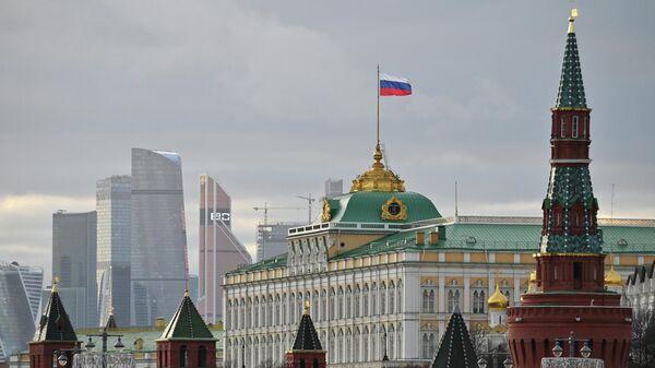 Московский Кремль и небоскребы делового центра Москва-сити