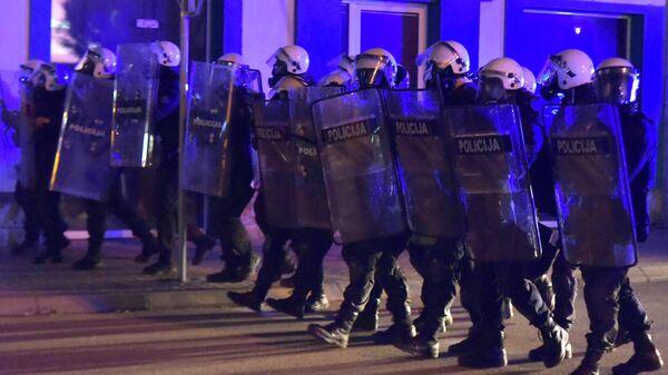 Спецназ черногорской полиции во время беспорядков в городе Никшич. 13 мая 2020