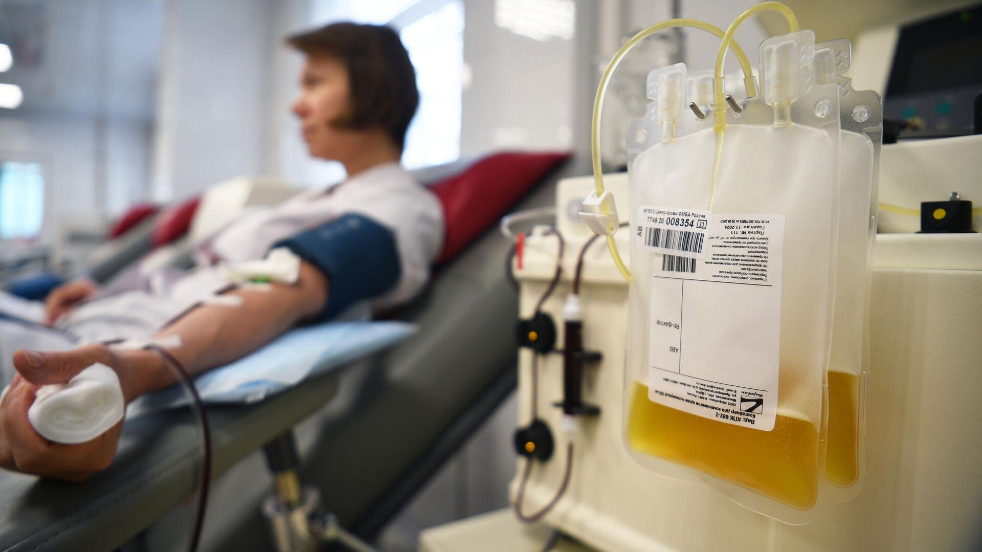 Пакет с плазмой в процедурном отделении Центра крови ФМБА в Москве - РИА Новости, 1920, 11.02.2021