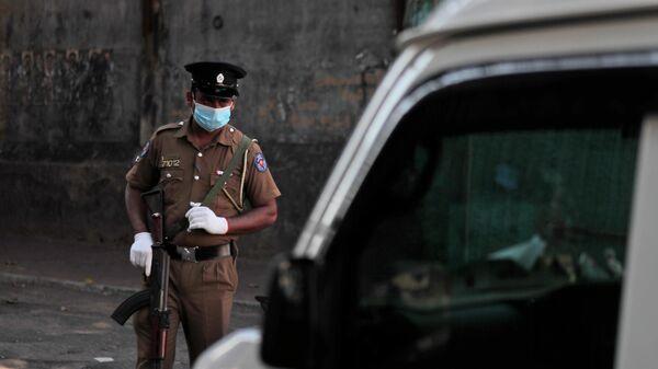 Полицейский в столице Шри-Ланки Коломбо
