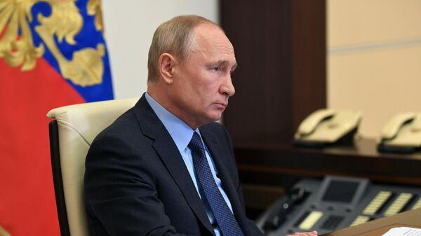 Президент РФ Владимир Путин в режиме видеоконференции совещание о развитии генетических технологий в РФ