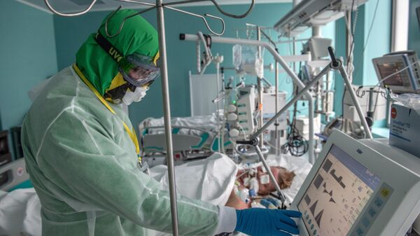 Сотрудник ФГБУ НМИЦ эндокринологии Минздрава РФ в инфекционном корпусе
