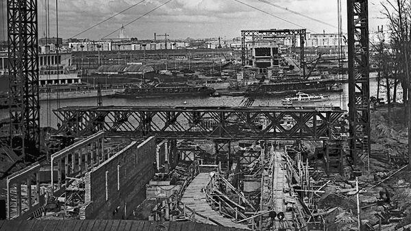 Строительство станции Сокольнической линии московского метрополитена Ленинские горы (ныне Воробьевы горы) в 1958 году