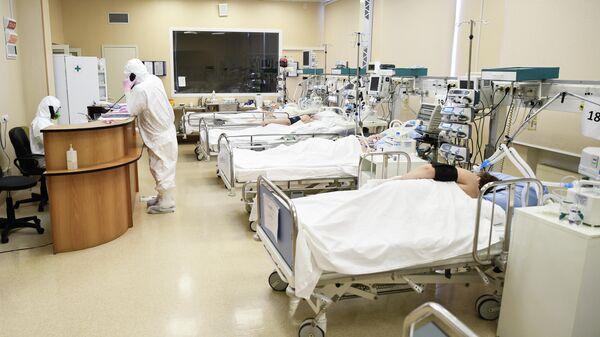 Врачи и пациенты с COVID-19