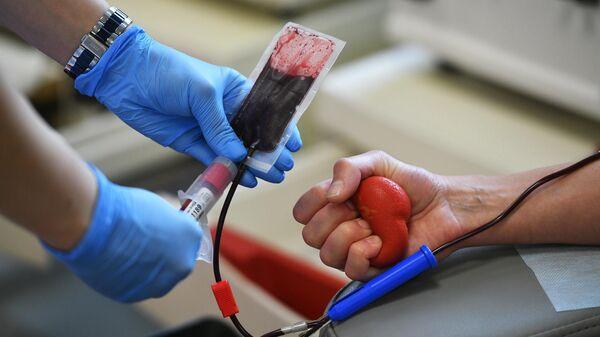 Забор крови у донора в ФГБУЗ Центр крови Федерального медико-биологического агентства в Москве