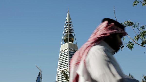 Мужчина на улице Эр-Рияда, Саудовская Аравия