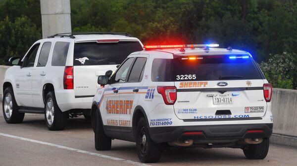 Машина шерифа на дороге в Хьюстоне, штат Техас