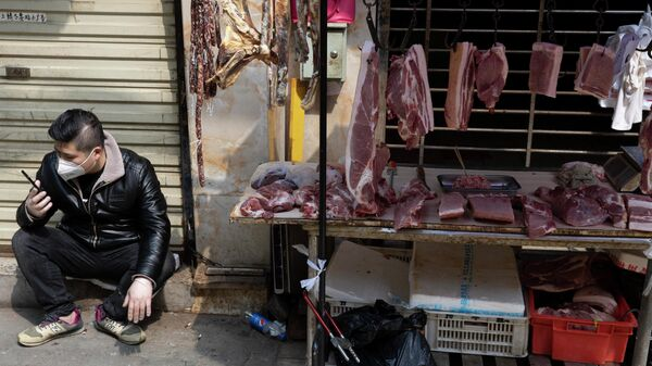 Продавец на рынке в Ухани, КНР