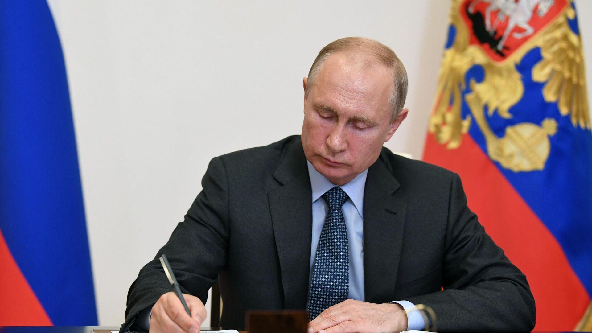 Президент России Владимир Путин во время встречи в режиме видеоконференции - РИА Новости, 1920, 21.07.2021
