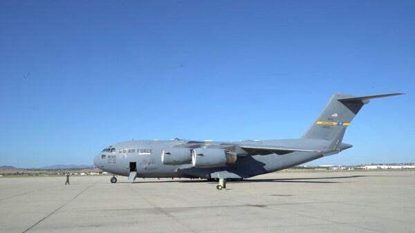 ВВС США опубликовали видео вылета самолета с аппаратами ИВЛ для России