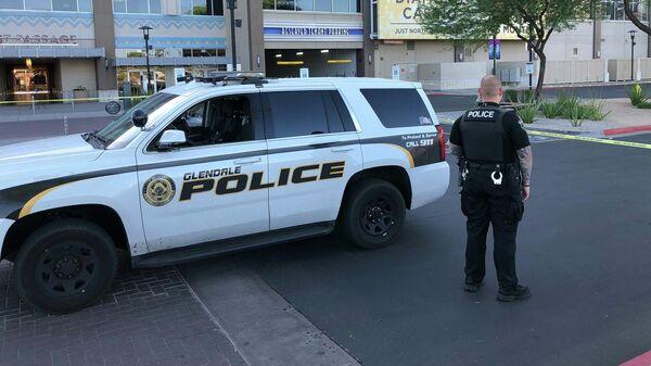 Полиция на месте стрельбы в торговом комплексе недалеко от американского города Финикс, штат Аризона