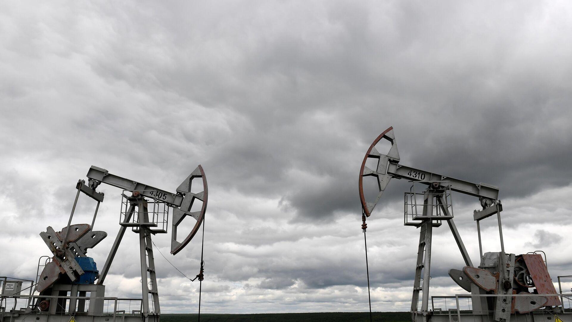 Нефтяные станки-качалки компании Татнефть  - РИА Новости, 1920, 18.07.2021