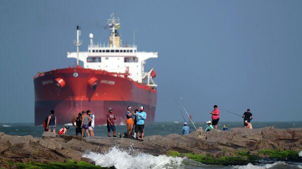 Нефтяной танкер у берегов штата Техас в Мексиканском заливе