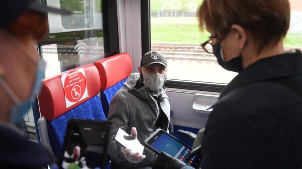 Проверка соблюдения ношения масок и перчаток в пригородных поездах
