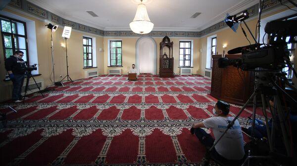 Прямая трансляция праздничного вагаза в Галеевской мечети в Казани