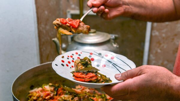 Блюдо, приготовленное для вечернего разговения в день праздника Ураза-байрам в Баку
