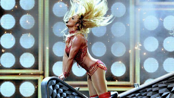 Бритни Спирс выступает на церемонии вручения премии Billboard Music Awards 2016